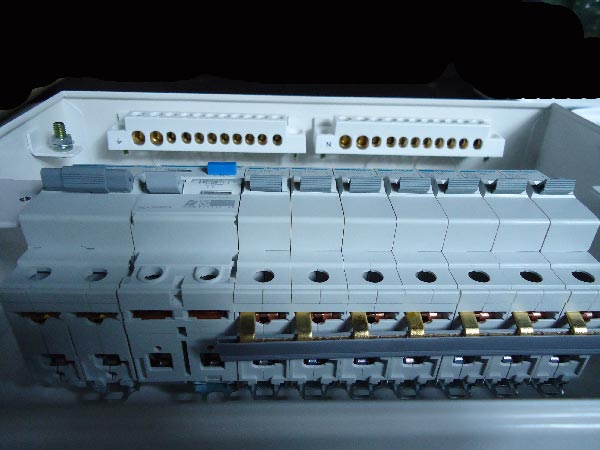 Consumer unit (12) diy wiring a consumer unit and installation distribution board rcd wiring diagram uk at readyjetset.co